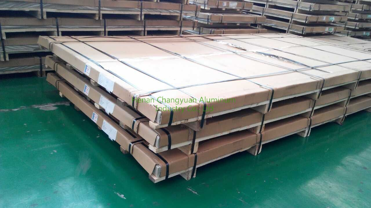 aluminum sheet packed on wooden pallet.jpg